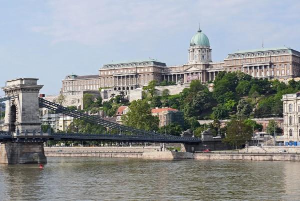 royal-palace-1515124_1920