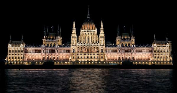 hungarian-parliament-335130_19201